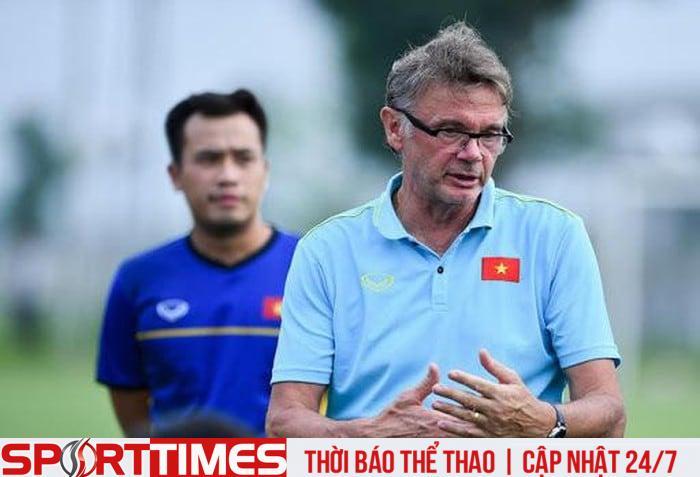 HLV Philippe Troussier đặt mục tiêu cùng U19 Việt Nam dự U20 thế giới. Ảnh: Zing