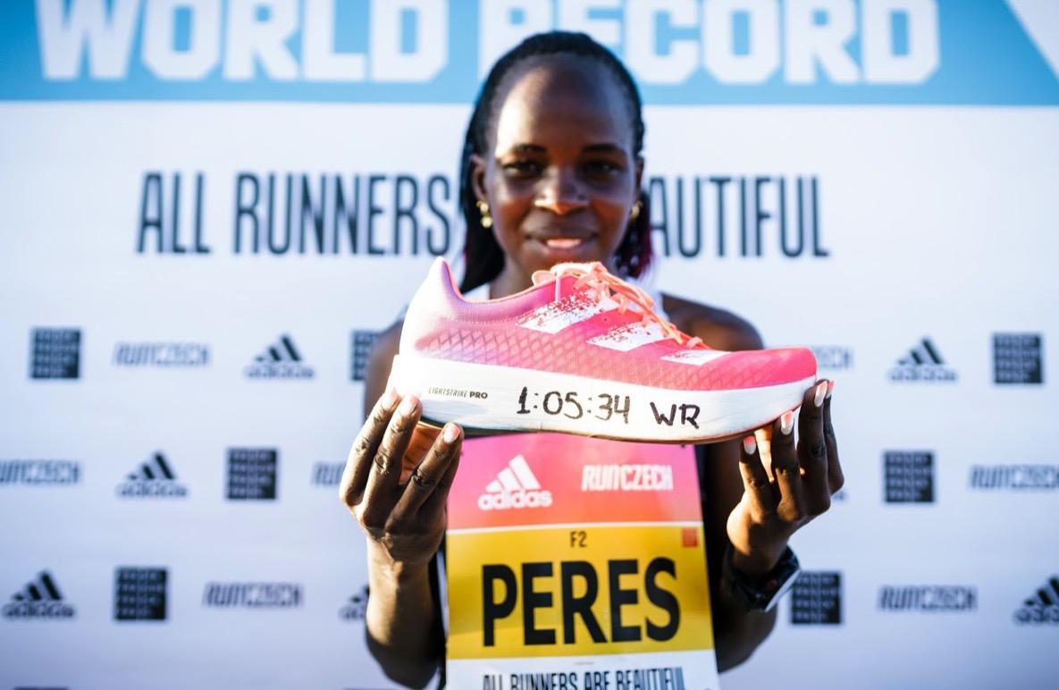 Peres Jepchirchir phá kỷ lục thế giới giải bán marathon toàn nữ RunCzech với siêu phẩm adizero adios Pro