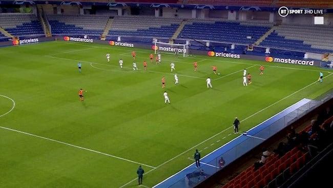 Hàng phòng ngự của Man United thi đấu vô cùng hớ hênh trước Istanbul BB