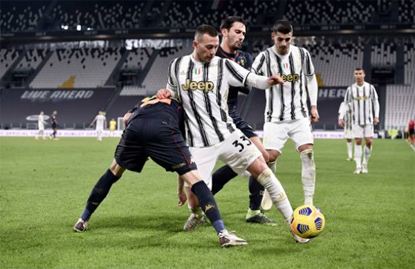 Cristiano Ronaldo fools 4 Genoa players with tricks to create chance that led to winner for Juventus from debutant Hamza Rafia vs Genoa - Bóng Đá