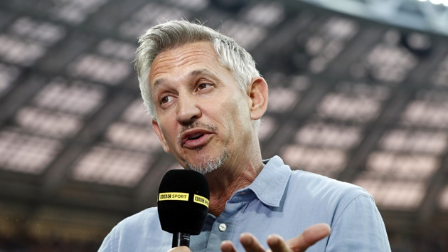 Gary Lineker asks question after Manchester United move to top of Premier League table - Bóng Đá