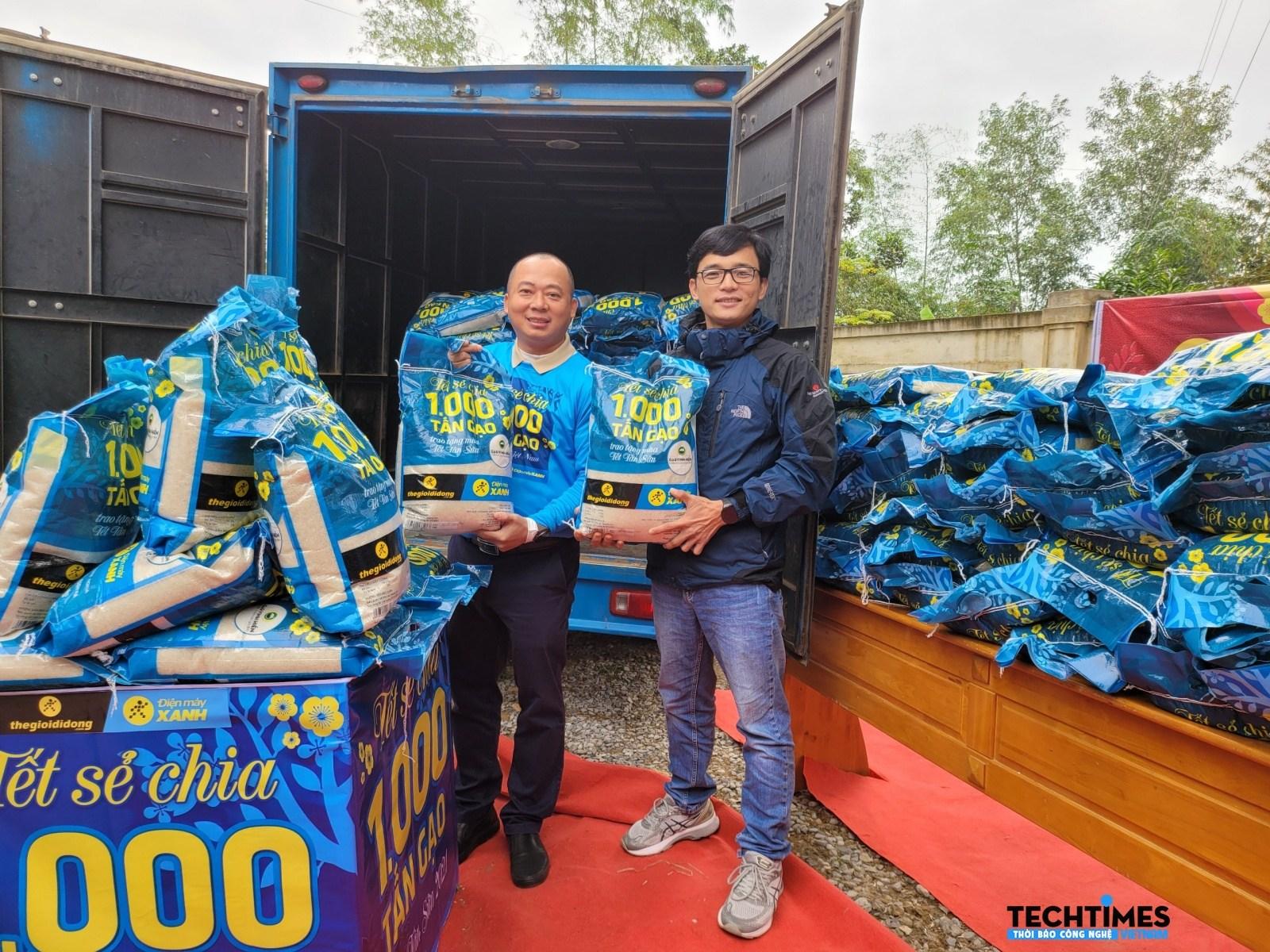 Tết sẻ chia: Thế Giới Di Động trao tặng 1.000 tấn gạo