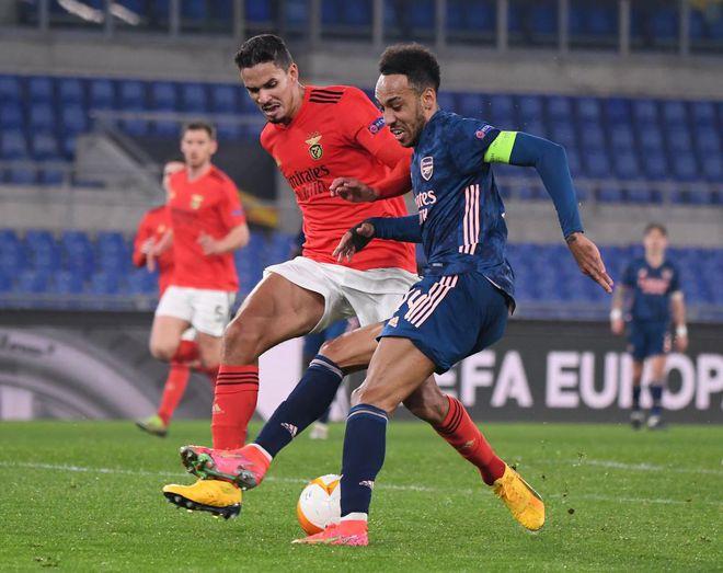 Kết quả Europa League, Benfica 1-1 Arsenal: Saka cứu một đêm lãng phí của 'Pháo thủ' - ảnh 1