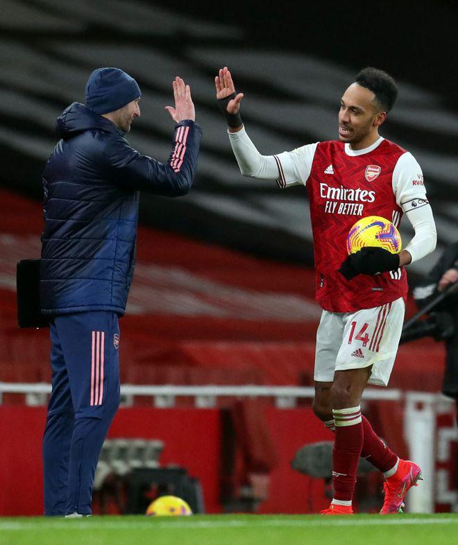 Kết quả Ngoại hạng Anh, Arsenal 4-2 Leeds: Aubameyang lập hattrick, 'Pháo' lên nòng - ảnh 1