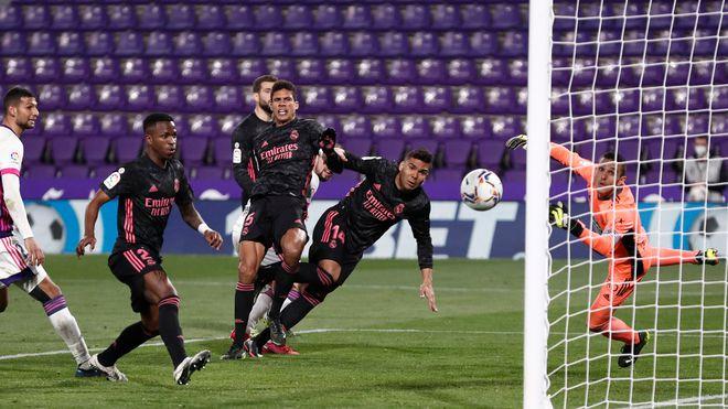Kỳ lạ: Real Madrid chinh phục La Liga và châu Âu chỉ với 1 tiền đạo - ảnh 1