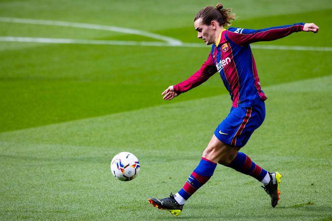 Xung quanh Messi toàn sao bất tài, làm sao phải ở lại Barcelona? - ảnh 2