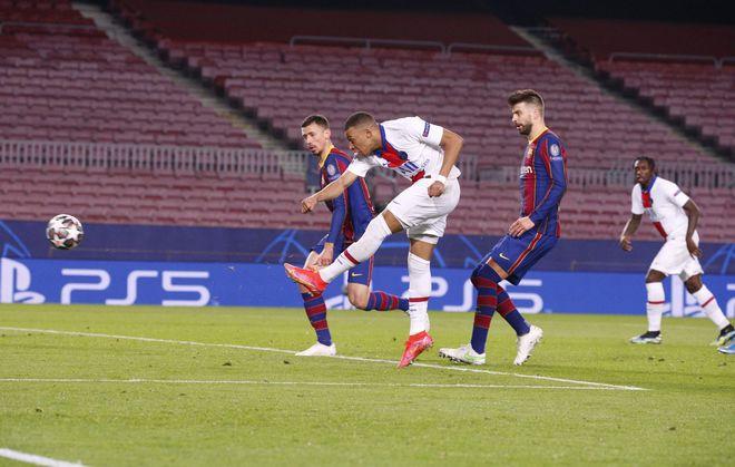 Sốc: Pique và Griezmann chửi mắng nhau kịch liệt trong trận Barcelona thua PSG 1-4 - ảnh 1