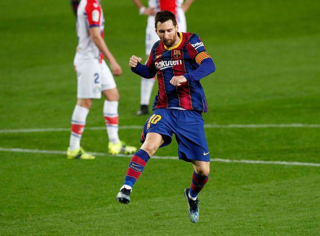 CĐV PSG mang băng rôn nhục mạ Barcelona trước đại chiến ở Champions League - ảnh 1