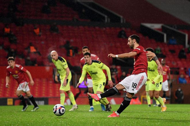 """Kết quả Ngoại hạng Anh, M.U 3-1 Newcastle: """"Quỷ đỏ"""" chưa bỏ cuộc đua vô địch - ảnh 2"""