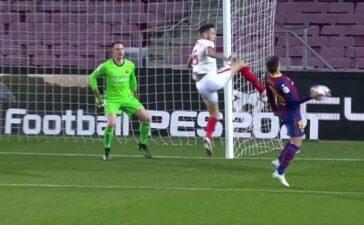 Sevilla phản ứng trọng tài... cứu Barcelona | Bóng đá Quốc tế