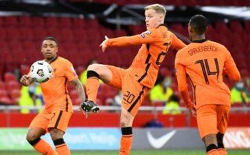 Những hình ảnh ấn tượng trong ngày Van de Beek ra sân cho Hà Lan