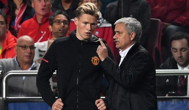 Mourinho khuyên Troy Parrott noi gương Scott Mctominay - Bóng Đá
