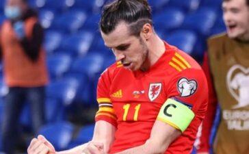 Ngay trong trận, Bale vung cùi chỏ vào mặt nghi can phân biệt chủng tộc
