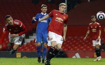 Greenwood đánh đầu như Van Persie, Man United ngược dòng đẳng cấp