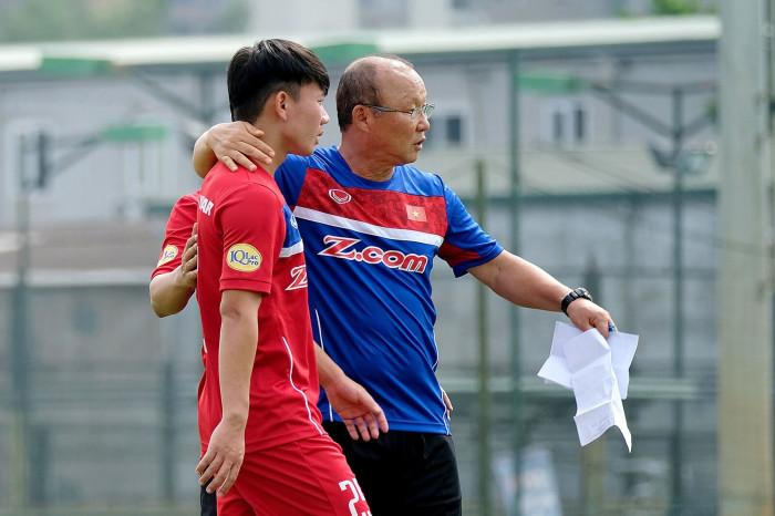 chuyện lạ ở v-league khiến hlv park hang-seo mừng như bắt được vàng?
