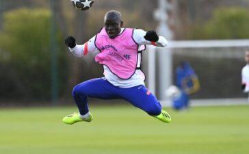 Kante quá hài hước, Chelsea rũ bùn đứng dậy chiến Porto