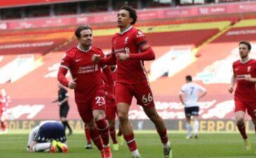 Nhát kiếm chí mạng phút bù giờ giúp Liverpool rửa hận trước Aston Villa