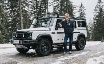 """INEOS Automotive vừa hoàn thành giai đoạn thử nghiệm động tiếp theo cho mẫu Grenadier sau khi tiến hành đợt chạy thử đầy chông gai về khả năng chạy địa hình của mẫu xe này tại một trong những khu vực chạy thử phương tiện 4X4 đáng gờm nhất trên thế giới. Các nguyên mẫu Grenadier thế hệ mới nhất đã được Chủ tịch INEOS – Ông Jim Ratcliffe – phê duyệt sau khi chạy thử thành công trên những con đường mòn khét tiếng thuộc núi Schöckl gần trụ sở chính của Magna Steyr tại Áo, trong khuôn khổ đánh giá đầu vào kỹ thuật. Ông Jim cho biết: """"Chúng tôi đã đạt được những tiến bộ vượt bậc kể từ khi tôi lái những phiên bản Grenadier đời đầu một năm trước. Núi Schöckl là một thử thách đích thực cho bất kỳ chiếc 4X4 nào. Hôm nay là ngày các nguyên mẫu của chúng tôi chạy thử thực tế, và kết quả thật mỹ mãn. Tuy vẫn còn nhiều việc phải làm, nhưng tôi tin rằng mẫu Grenadier sẽ hoàn thành tốt những sứ mệnh mà chúng tôi gửi gắm qua dòng xe này"""". INEOS Grenadier đạt kết quả tốt ở bài chạy thử đường núi khắc nghiệt Nổi danh với địa hình đá cứng vốn không hề dễ chịu và có khả năng gây hư hại cao, dãy núi ở Áo đã được Magna Steyr – đối tác kỹ thuật của INEOS – sử dụng trong nhiều thập kỷ qua để tiến hành kiểm định cực hạn về khả năng chạy địa hình cũng như độ bền cho các loại phương tiện chuyên dụng. Sau những trì hoãn bất đắc dĩ trong năm 2020, việc tăng cường chương trình chạy thử nghiệm của Grenadier sẽ bao gồm hơn 130 chiếc nguyên mẫu giai đoạn hai với tổng cộng 1,8 triệu km trong những môi trường khắc nghiệt trên khắp thế giới. Để đạt được các mục tiêu chạy thử nghiêm ngặt của mình, INEOS đã chỉnh sửa lại các mốc thời gian của dự án, đồng thời đẩy lùi thời điểm bắt đầu sản xuất mẫu Grenadier. """"Việc đạt được cột mốc phát triển quan trọng này là một bước tiến lớn của dự án. Chúng tôi chỉ có một cơ hội để làm cho đúng, đồng thời các mục tiêu về chất lượng và hiệu suất đối với mẫu Grenadier vẫn là điều tối quan trọng. Chúng tôi sẽ không đi tắt. Sau kết quả chạy thử vô cùng tích cực ngày hôm n"""