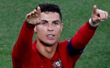 Fabregas: 'Ronaldo đặc biệt và không thể ngăn cản'