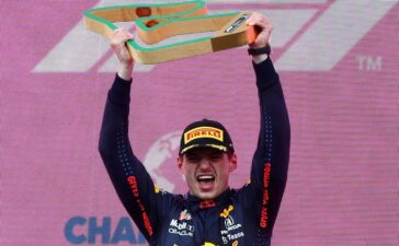 Verstappen bỏ xa Hamilton