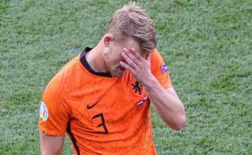 Tấm thẻ đỏ thổi bay giấc mơ của Hà Lan
