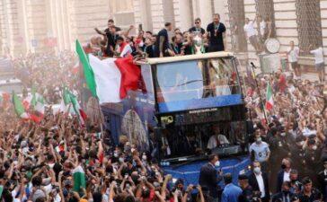 Lễ mừng công hoành tráng của tân vương châu Âu Italy