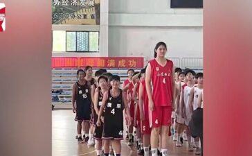 Nữ sinh 14 tuổi cao 2,26m - hiện tượng mới làng bóng rổ