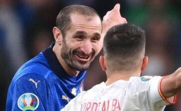Phẩm chất lãnh đạo từ nụ cười tinh ranh của Chiellini