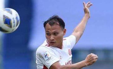 Trọng Hoàng khiến 2 cầu thủ bị đuổi trong 3 phút