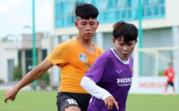 Tuyển nữ Việt Nam giao hữu với đội futsal năng khiếu