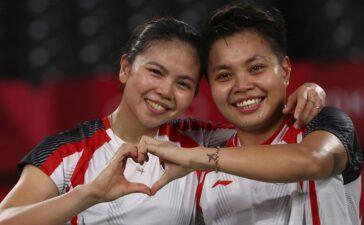 Khoảnh khắc giành HCV Olympic của đôi nữ Indonesia