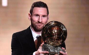 Không phải Cầu thủ hay nhất mùa của UEFA, Messi có xứng đáng giành QBV?