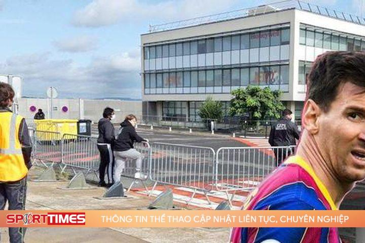 Nóng: Sân bay lập hàng rào an ninh, Messi sắp hạ cánh xuống Paris