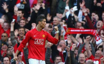 Ronaldo chính thức gia nhập MU, nhận lương cực khủng