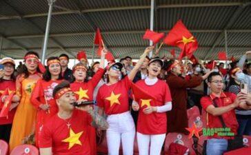 Đỏ thắm sắc cờ trên thao trường Alabino