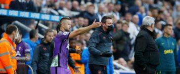 Cổ động viên đột quỵ trên khán đài, ngôi sao Tottenham yêu cầu dừng trận đấu