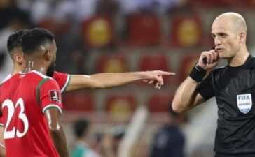 Trọng tài trận Việt Nam vs Oman bị AFC 'sờ gáy'